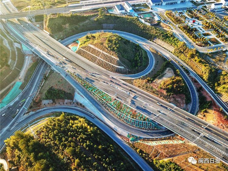 厦蓉高速公路改扩建工程.png